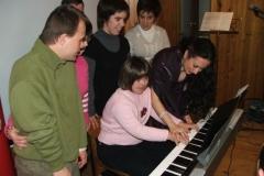 Enseñando a tocar el piano a los niños con Sindrome de Down, actuación en ATADES