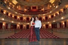 En el escenario del Teatro Municipal Concha Segura de Murcia con mi marido Gonzalo Martínez