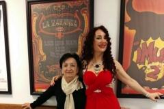 Pasillos del Teatro Casyc con una admiradora ;-)