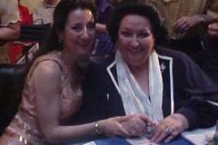 Estrella Cuello y Montserrat Caballé tras el concierto ofrecido para ella en el Patio de la Infanta, BECAS Caballé-Ibercaja