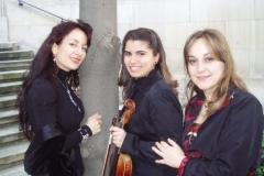 Estrella Cuello soprano con Merche Moreno y Belén Blázquez Ensemble Más que Voces