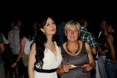 Estrella Cuello soprano tras su actuación en Bodegas Monclús con su directora