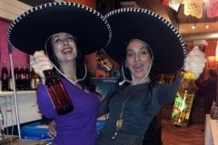 Estrella Cuello y la actriz Marta López celebrando su actuación