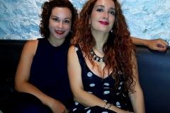 Estrella con su amiga Vanessa