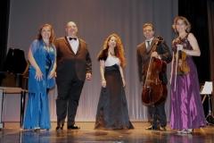 Teatro Liceo de Santoña con el ensemble Más que Voces 5