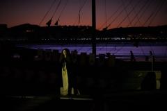Estrella Cuello como Isabel de Portugal apareciendo sobre el barco en la playa Salvé de Laredo