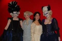 Estrella Cuello como Pamina posa con la Reina y la segunda dama