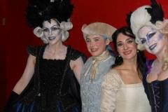 Estrella Cuello como Pamina posa con las damas y la reina